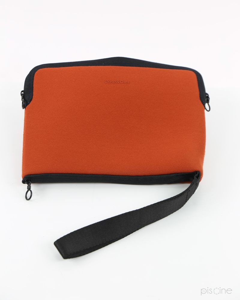 Pochette tablette orange Cote & Ciel