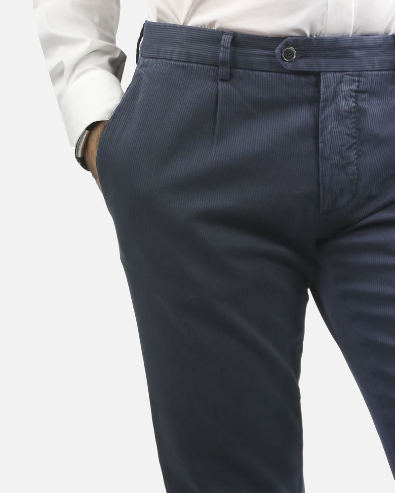 Pantalon bleu effet velours Roda