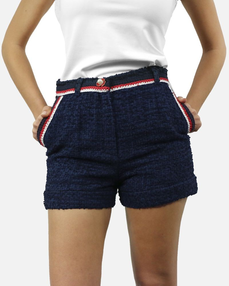 Short en tweed bleu à galons rouge Edward Achour