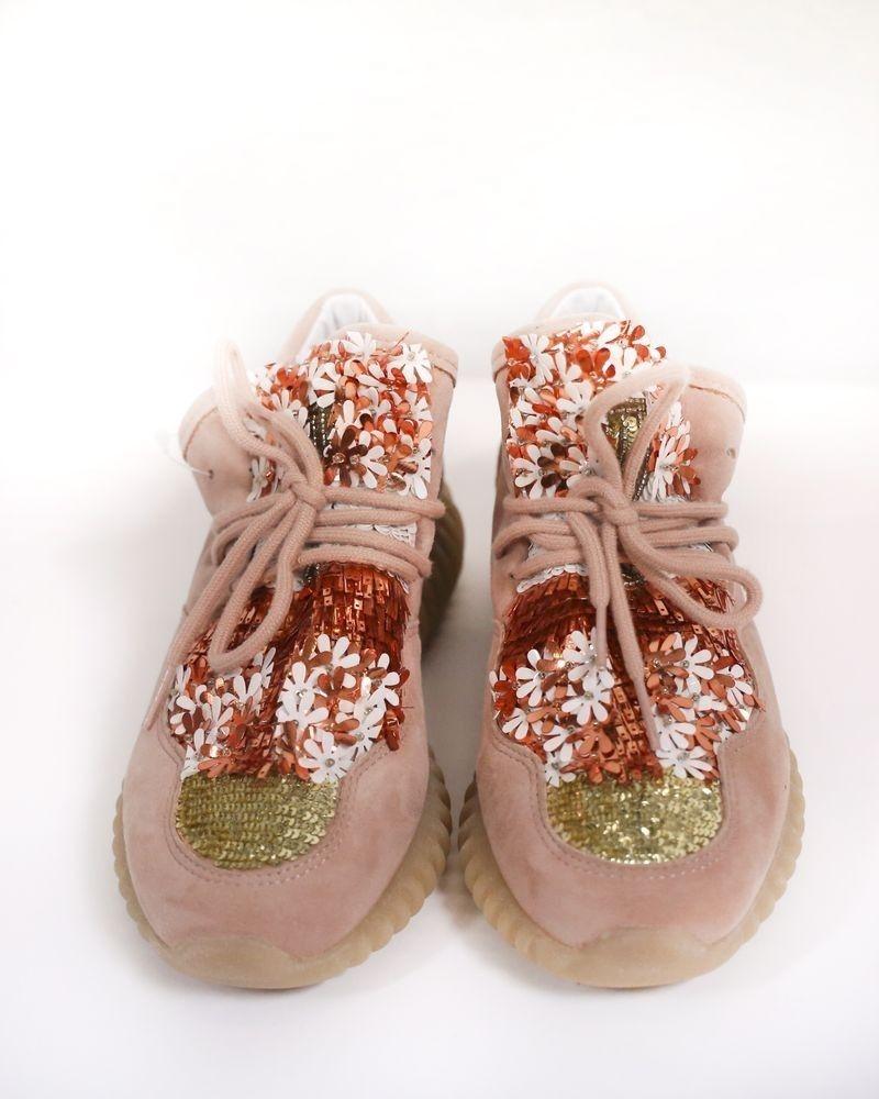 Basket en nubuck rose brodées de perles & sequins SVNTY