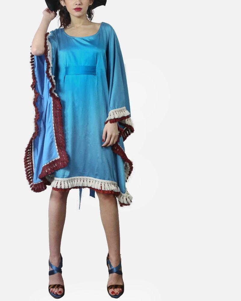 Robe chauve souris en soie turquoise à broderies ethniques Jijil