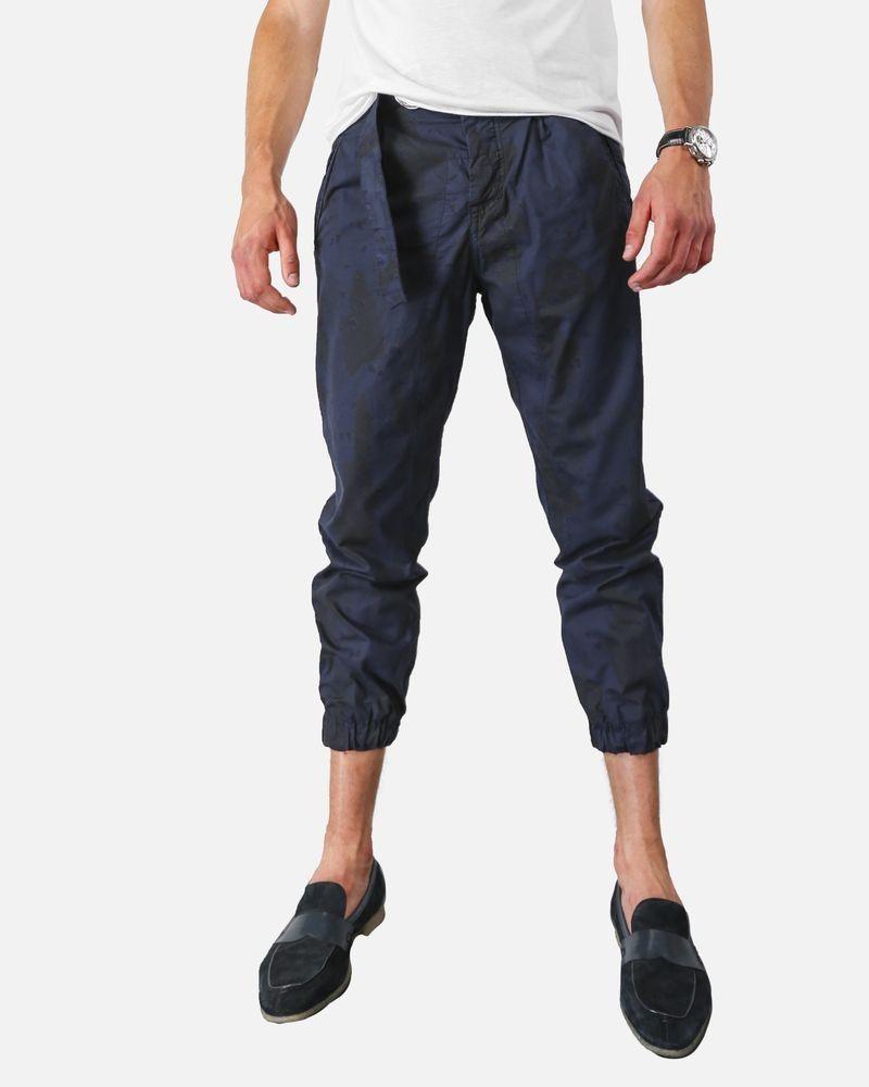 Pantalon chino smocké bleu camouflage Low Brand