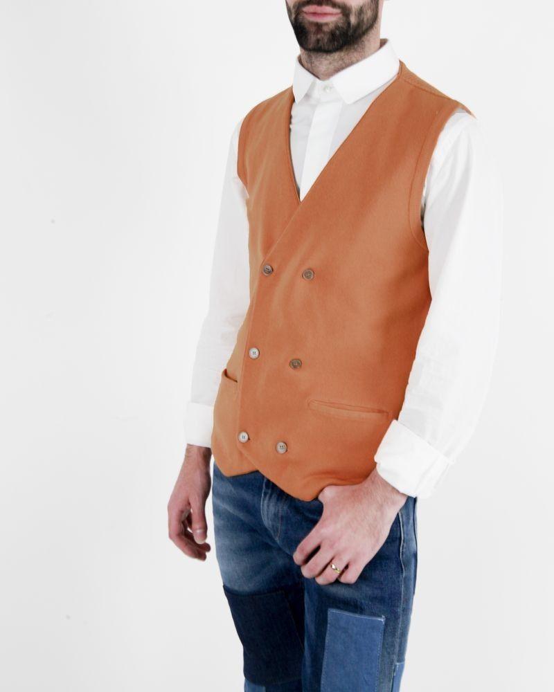 Gilet sans manches en coton piqué orange à boutons croisé Lardini