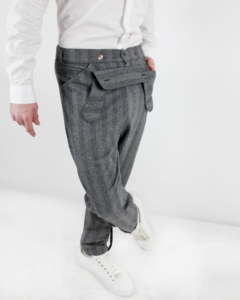 Pantalon en laine vierge grise rayé à rabats fantaisie Manostorti