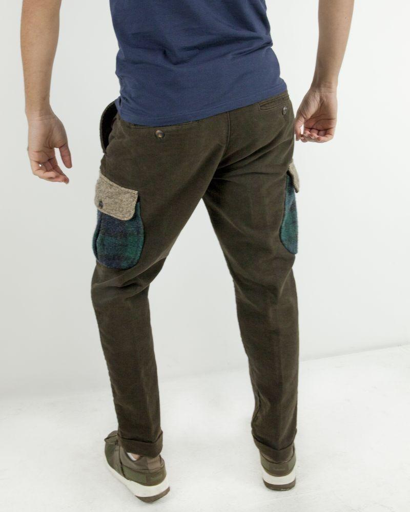 Pantalon cargo en velours taupe à poches fantaisies The Raj Of England