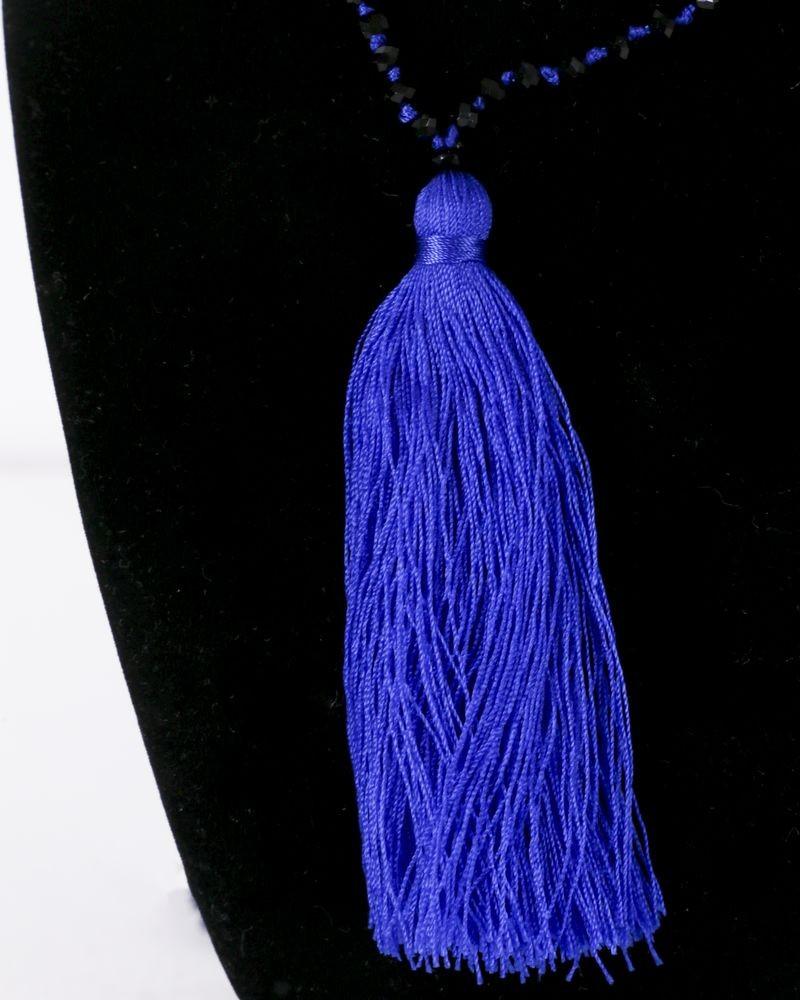 Collier bleu à perles noires La Piscine