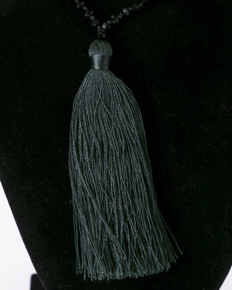 Sautoir à perles noir et pompon vert La Piscine