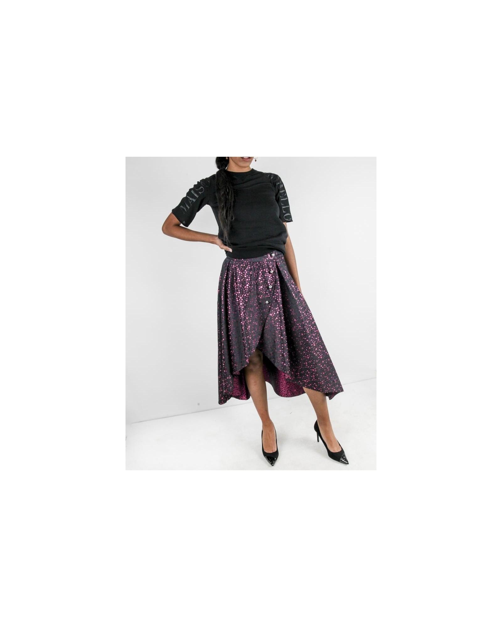 Jupe asymétrique en brocart noir à motif rose Jijil