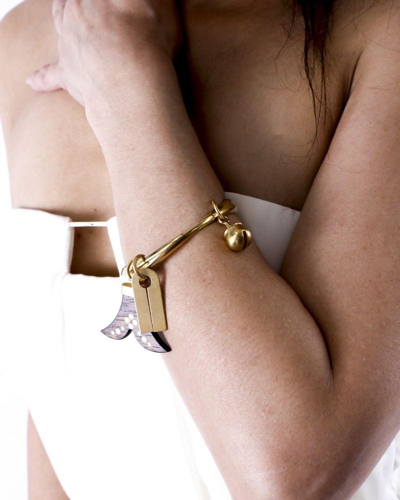 Bracelet jonc dorée à breloques