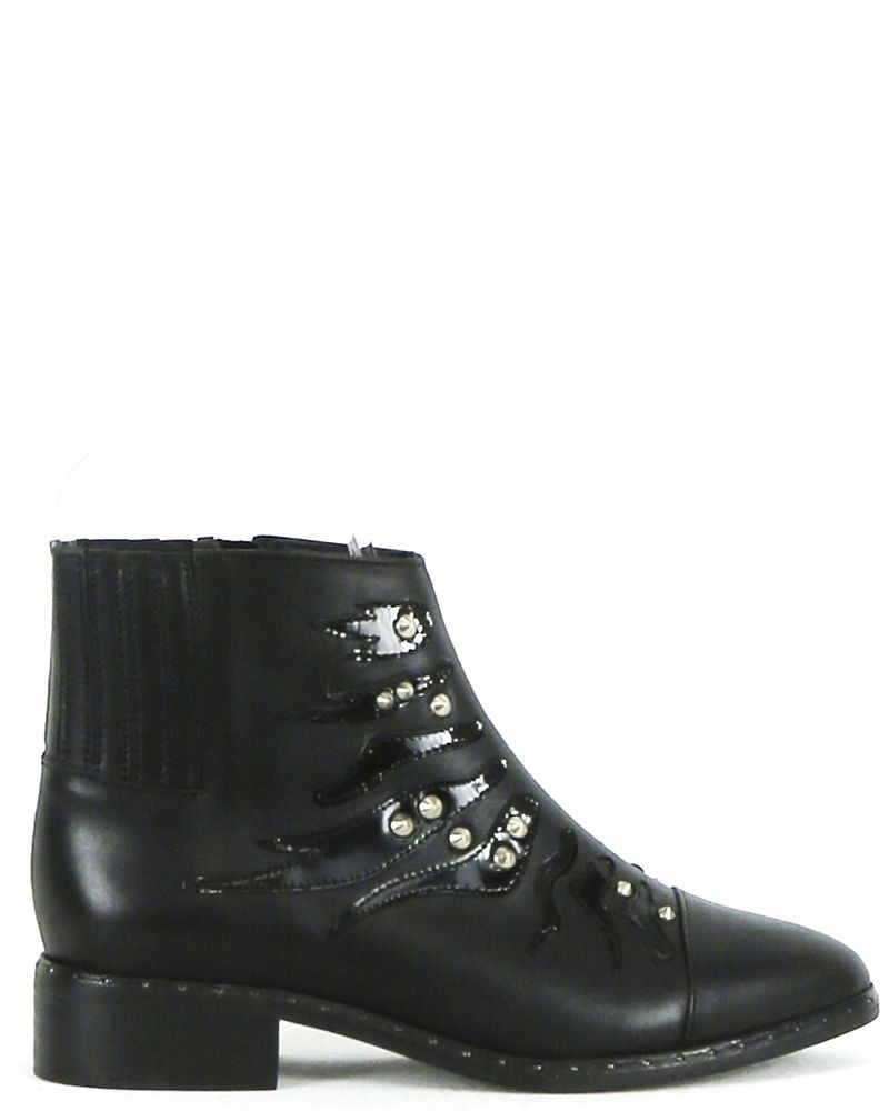 Bottines en cuir noir à broderies fantaisies SVNTY