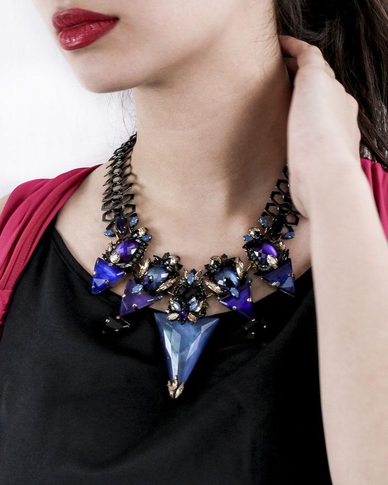 Collier doré à pierre violet/bleu Helene Zubeldia