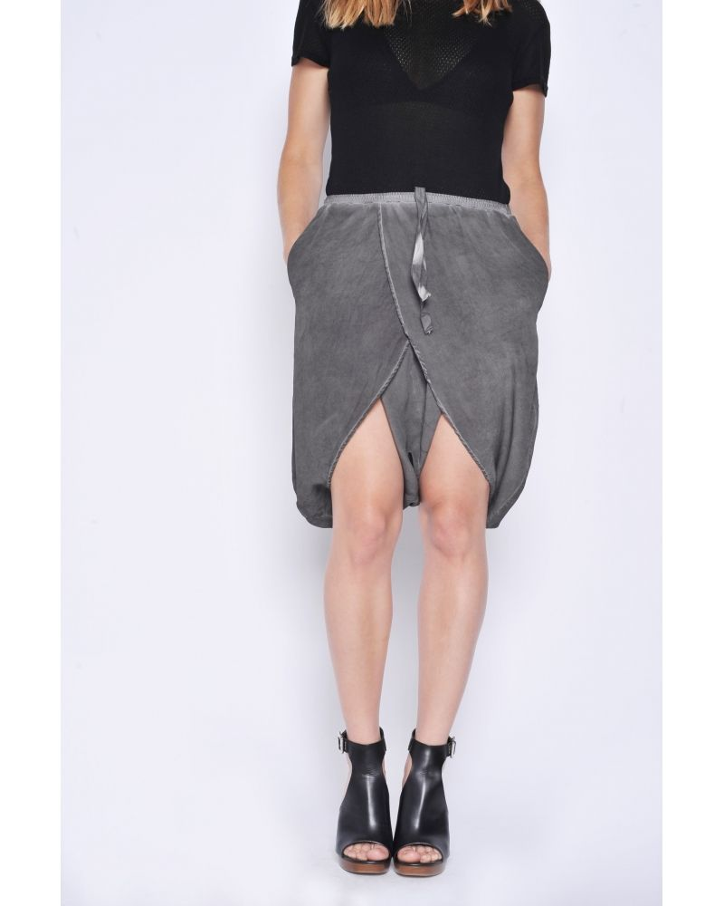 Short Sarouel court en soie gris foncé