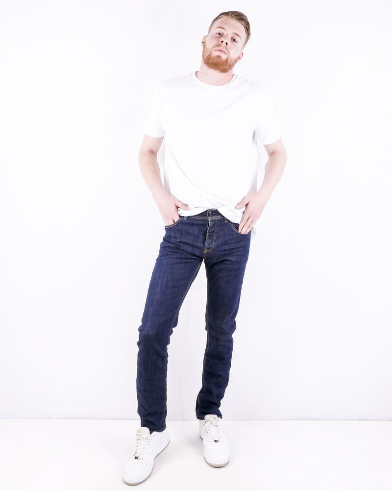 Jean droit en coton bleu brut délavé 3D