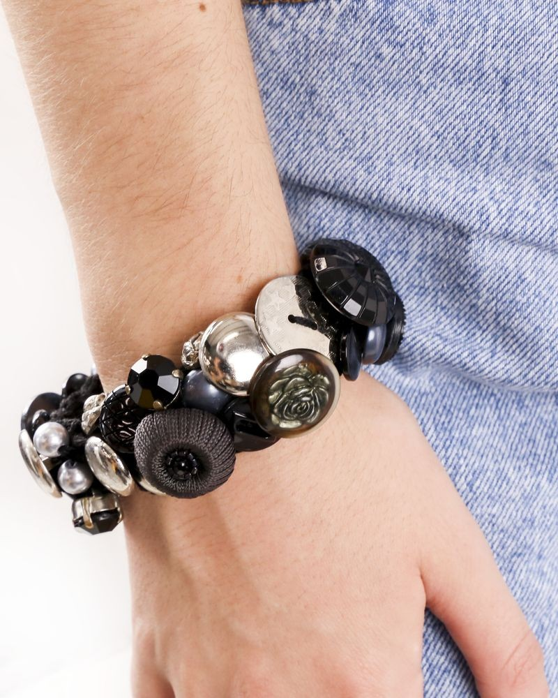 Bracelet bicolore a pierres et boutons fantaisie Appartamento