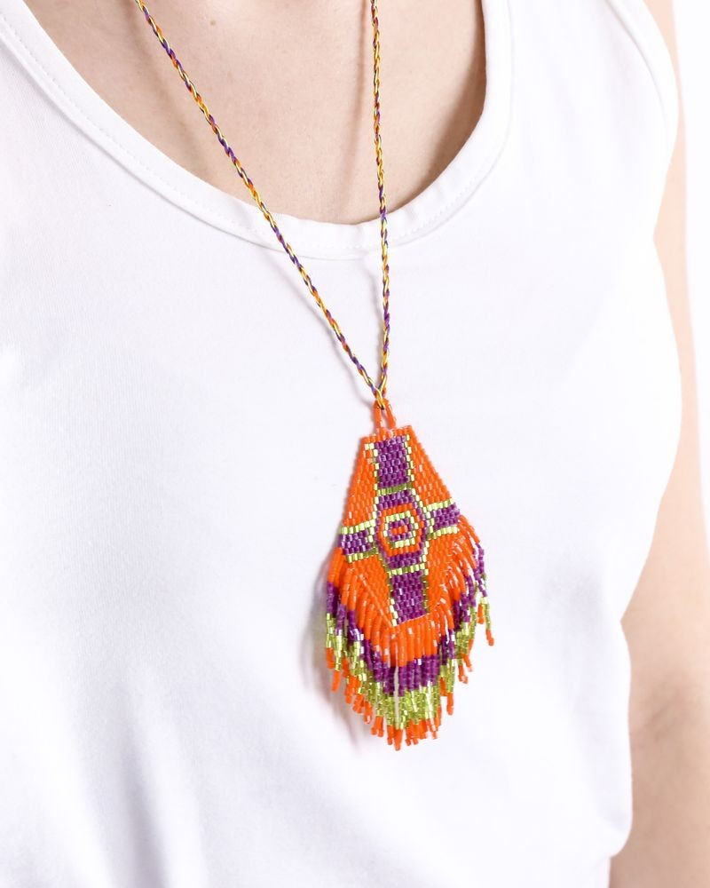 Sautoir ethnique ajustable à perles oranges, violets et vertes