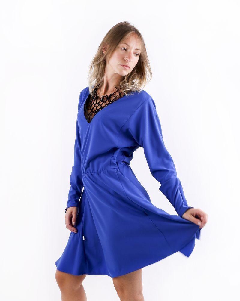 Robe en crêpe bleue à empiècement filet Jijil