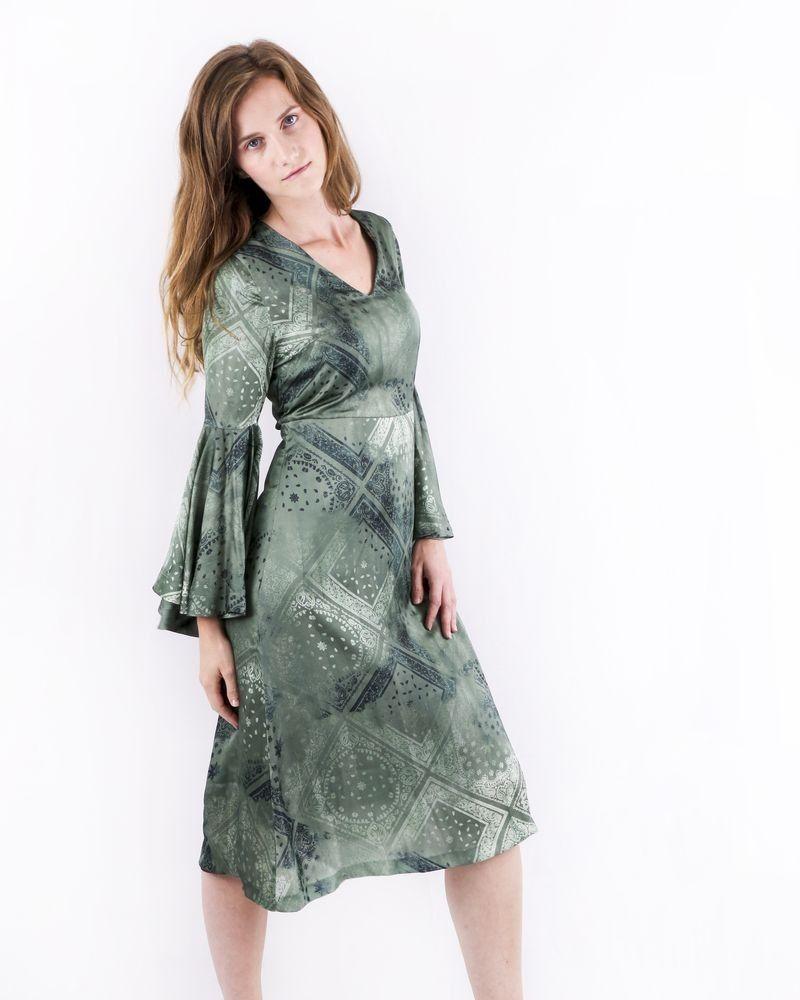 Robe en satin vert à imprimés bandanas Maison Pere