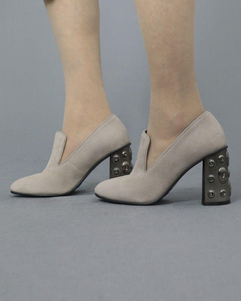Escarpins gris en daim à talons ornés Casheart