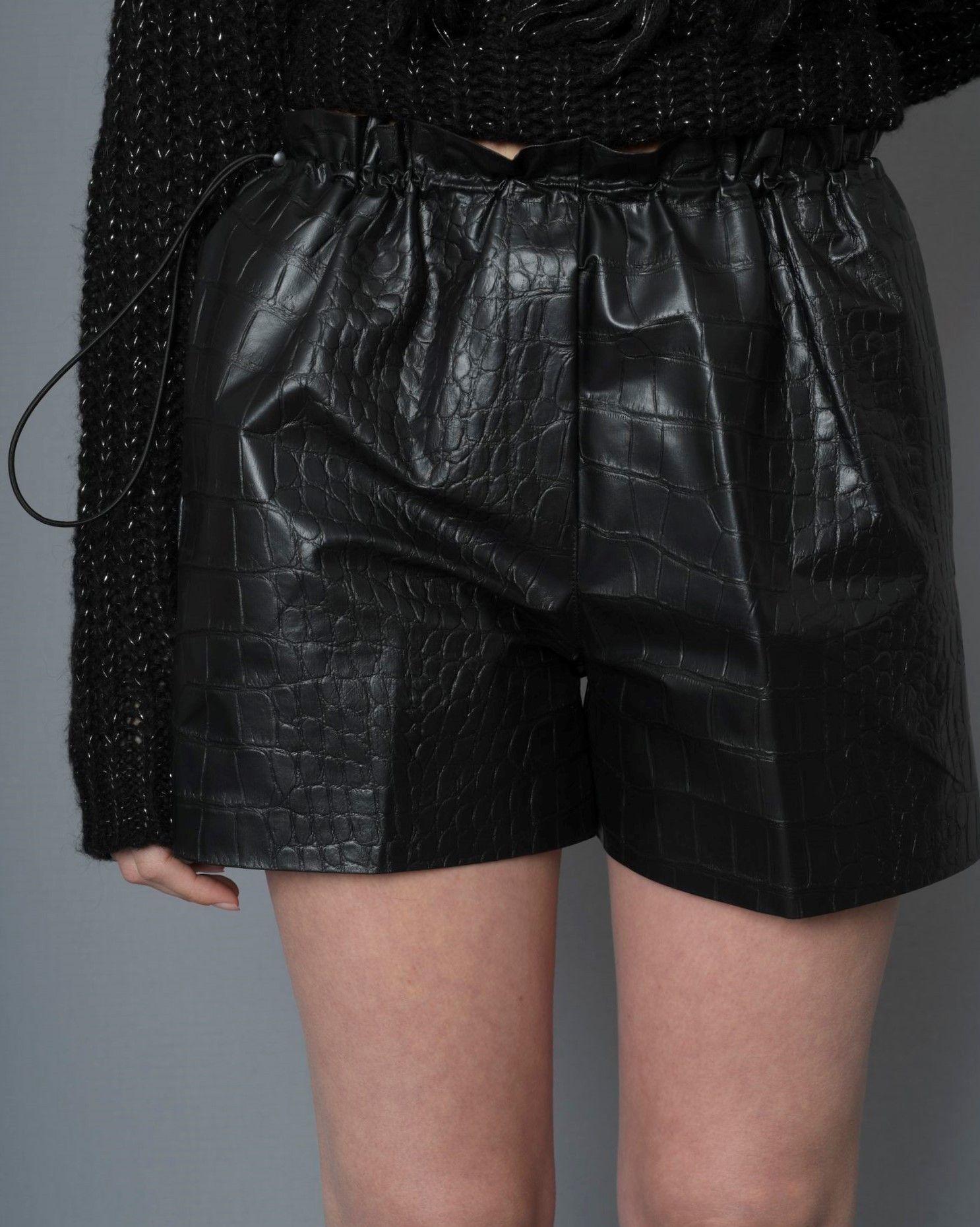 Short noire en cuir synthétique croco Nude