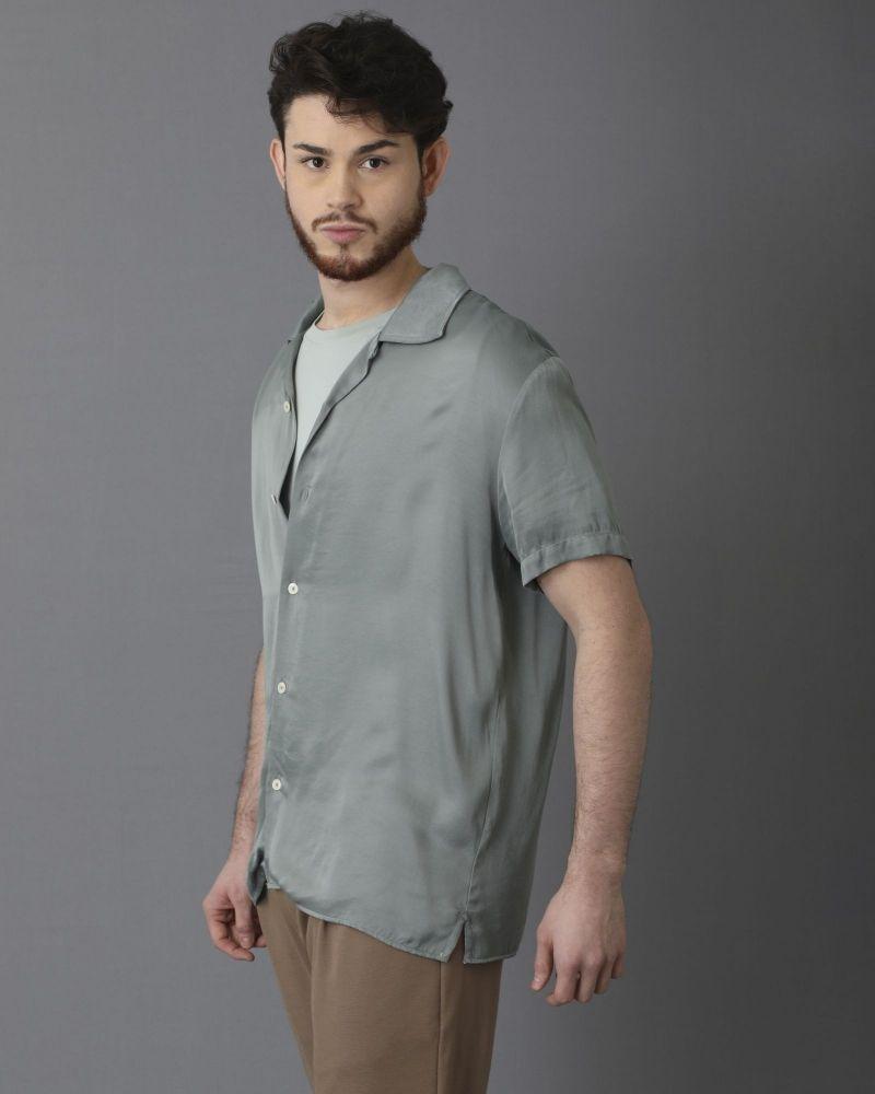 Chemise en satin vert pâle à manches courtes Limitato