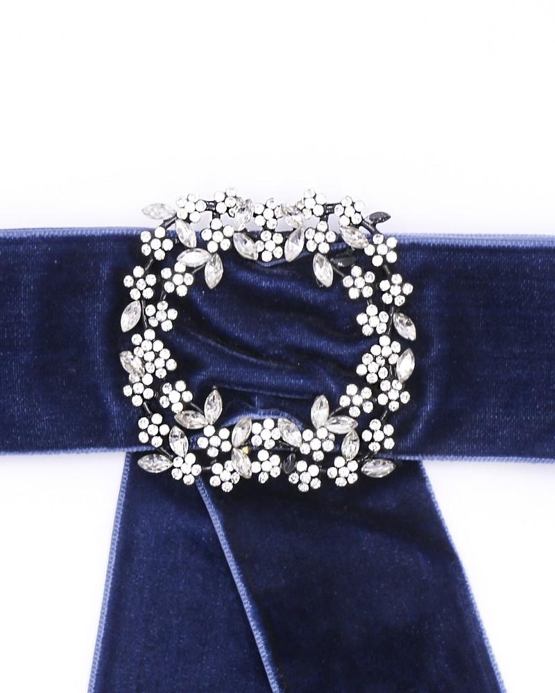 Broche noeud velours bleu marine à détail en strass Edward Achour