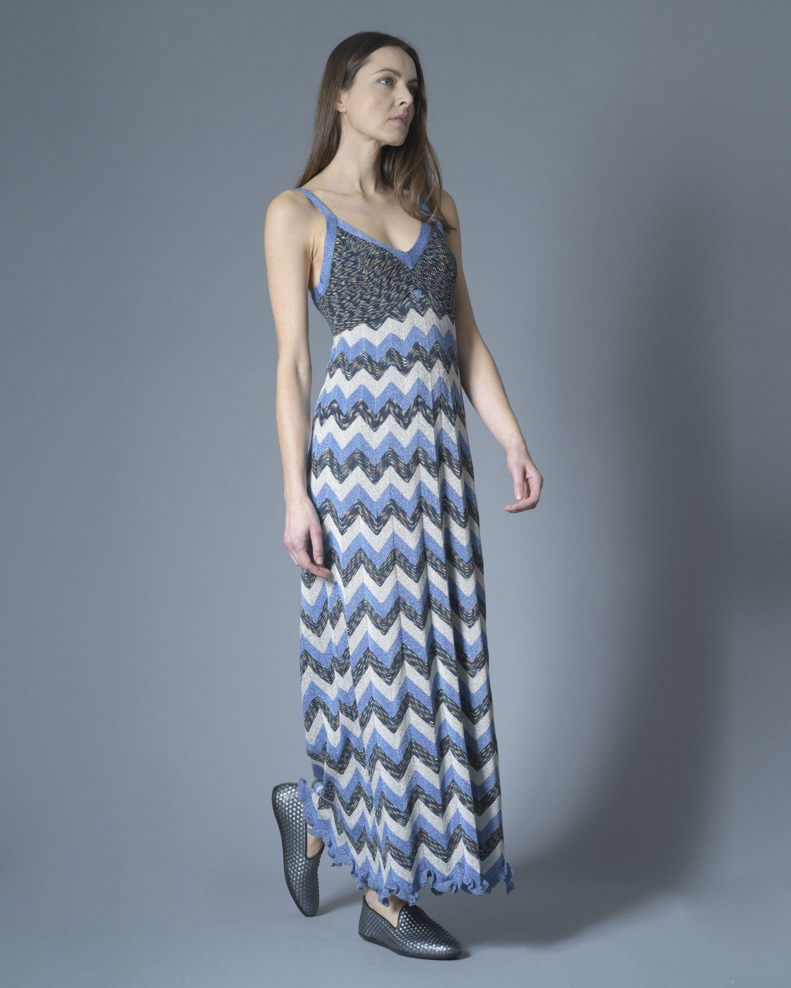 Robe longue à motif, tricolore bleu métallisé, argenté et bleu tricoté