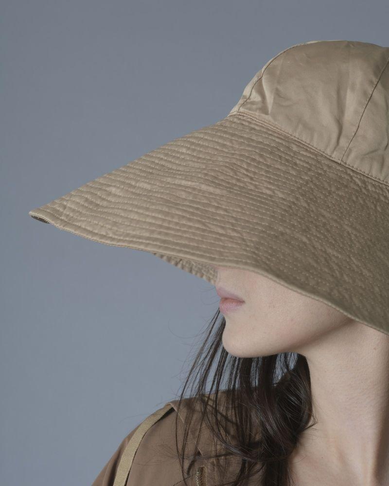 Chapeau beige à bord asymétrique Maliparmi