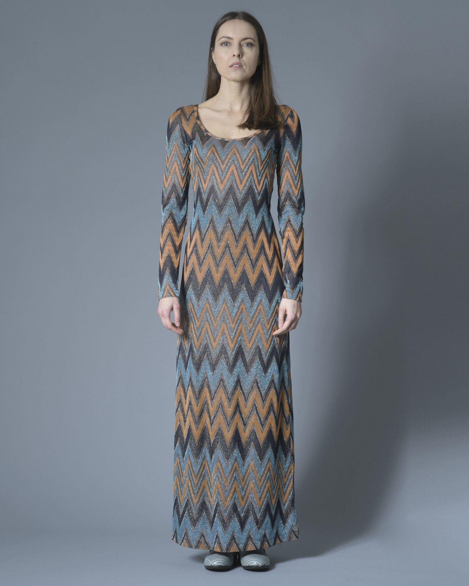 Robe longue à motif géométrique tricolore bleu, marron, noire