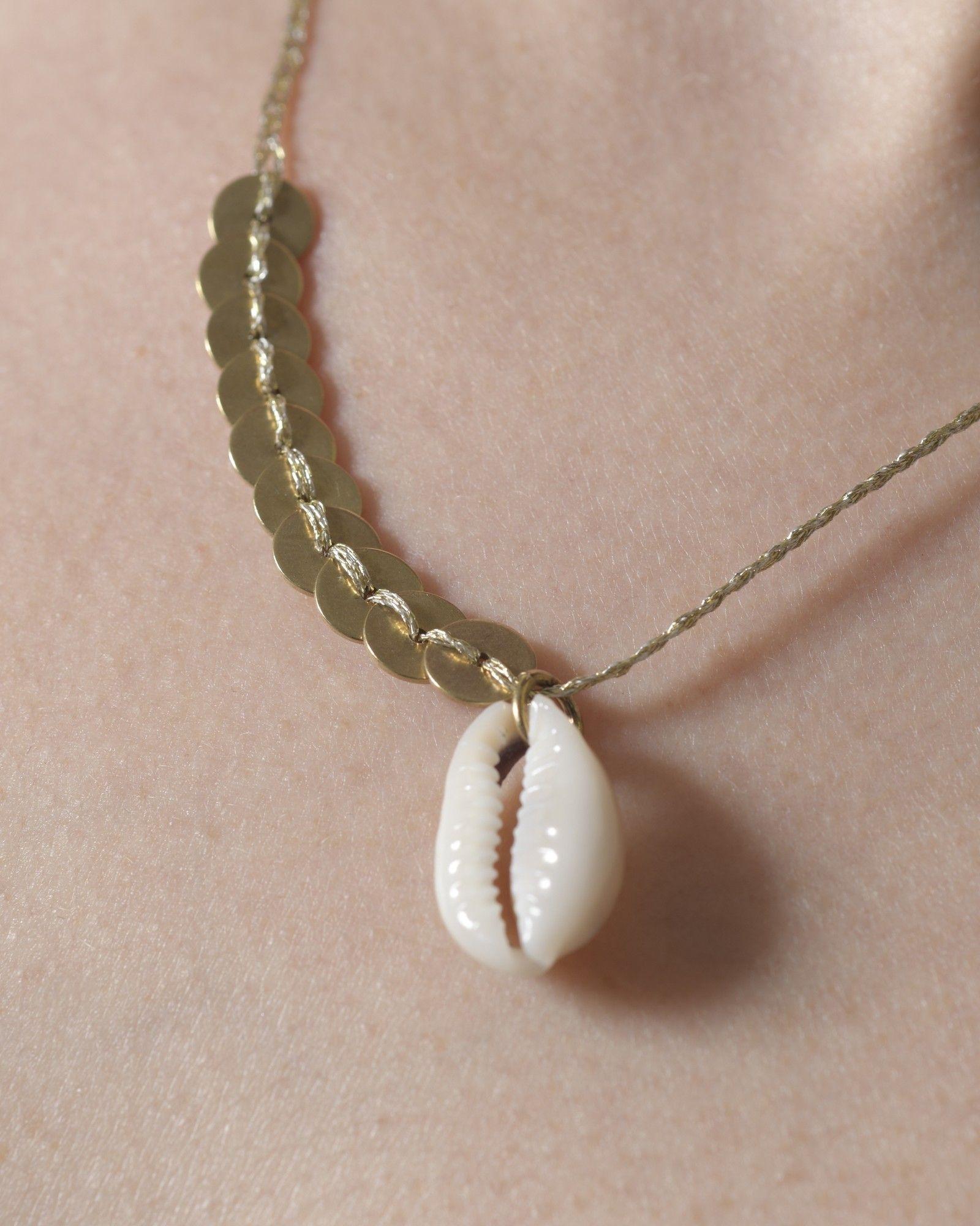 Collier doré à pendentif coquillage Polder