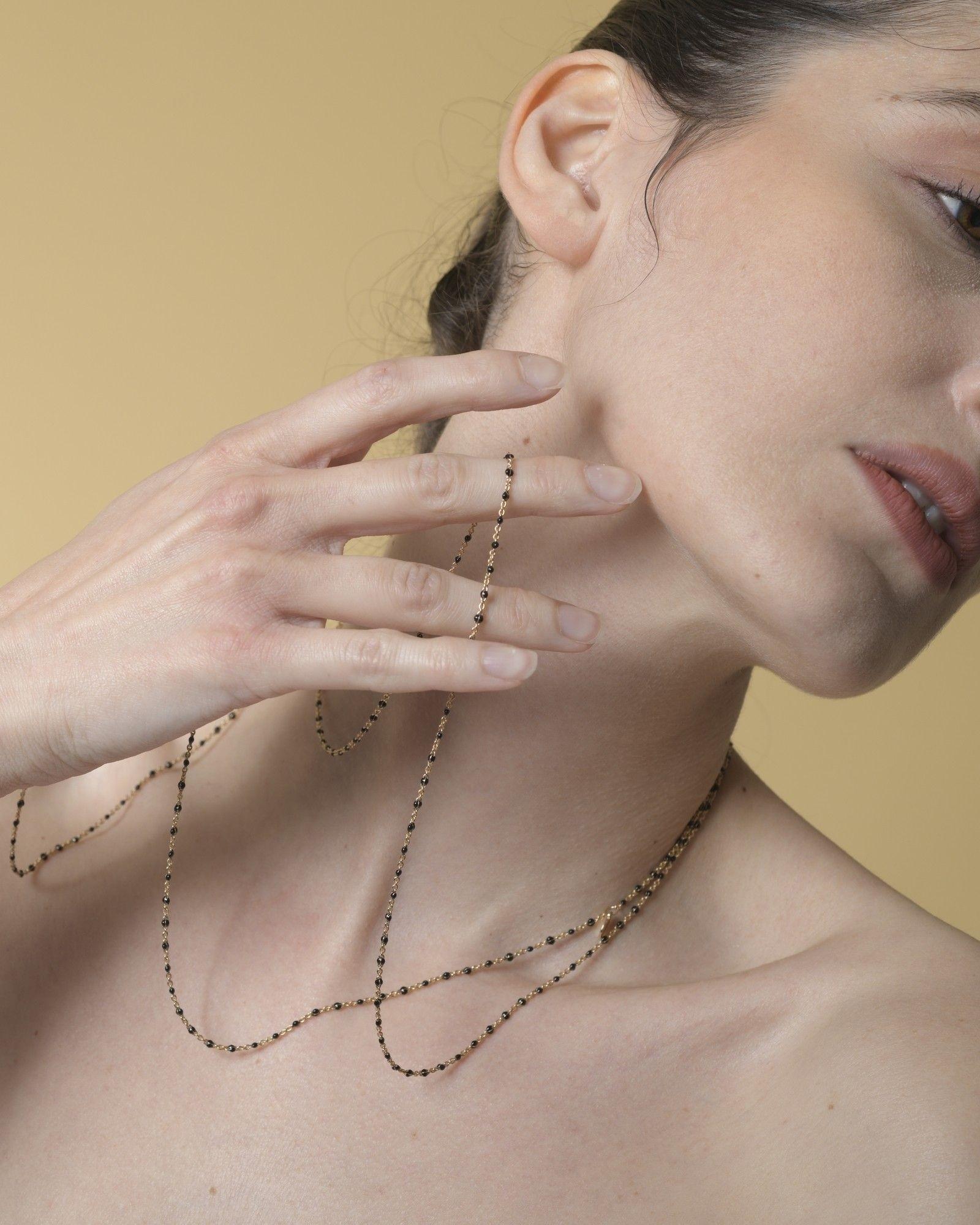 Collier fin doré à perles noires Gypsy