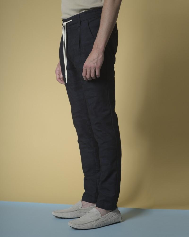 Pantalon en coton à jacquard à motif camouflage Ly Adams