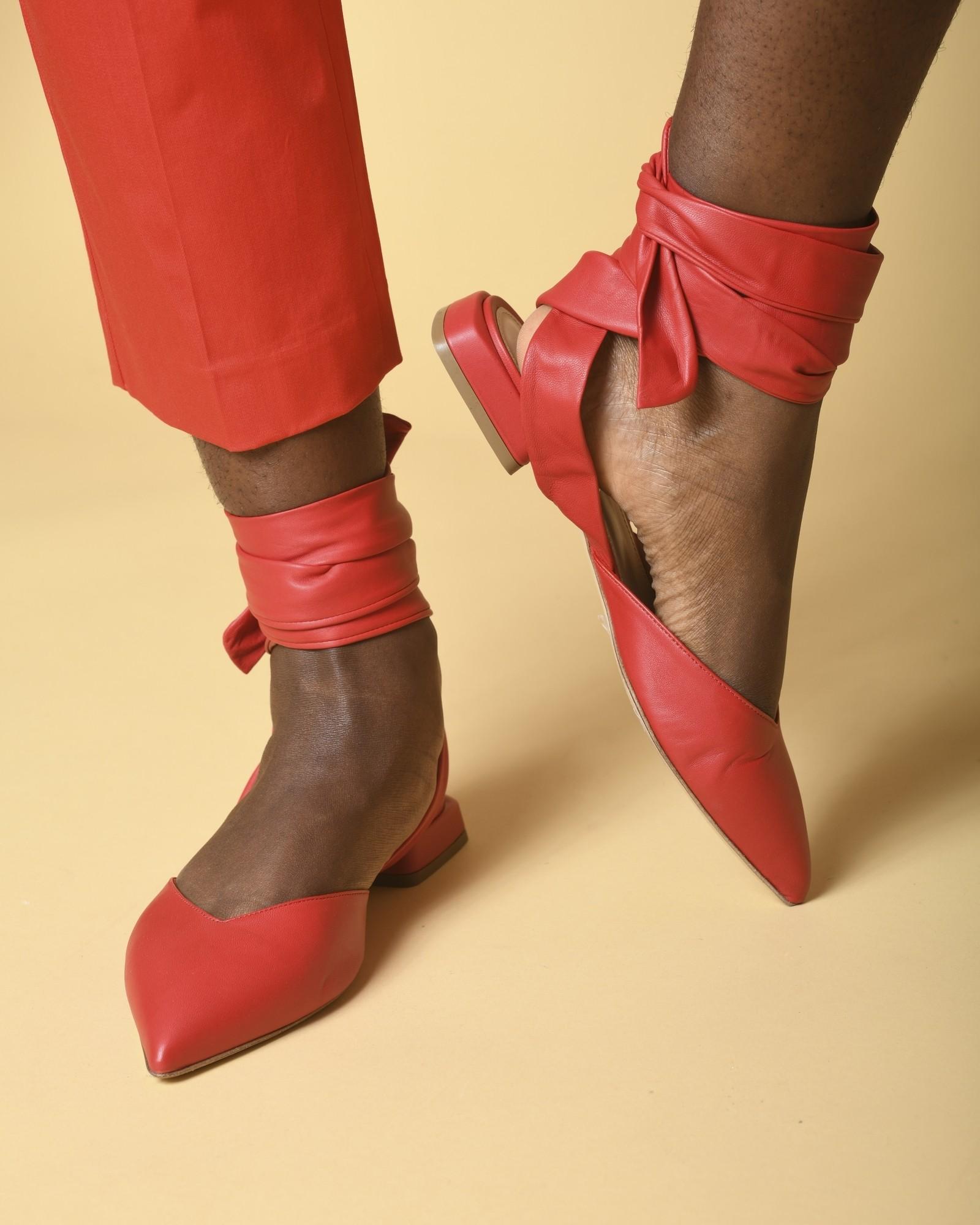 Sandales plates à bouts pointus en cuir Space
