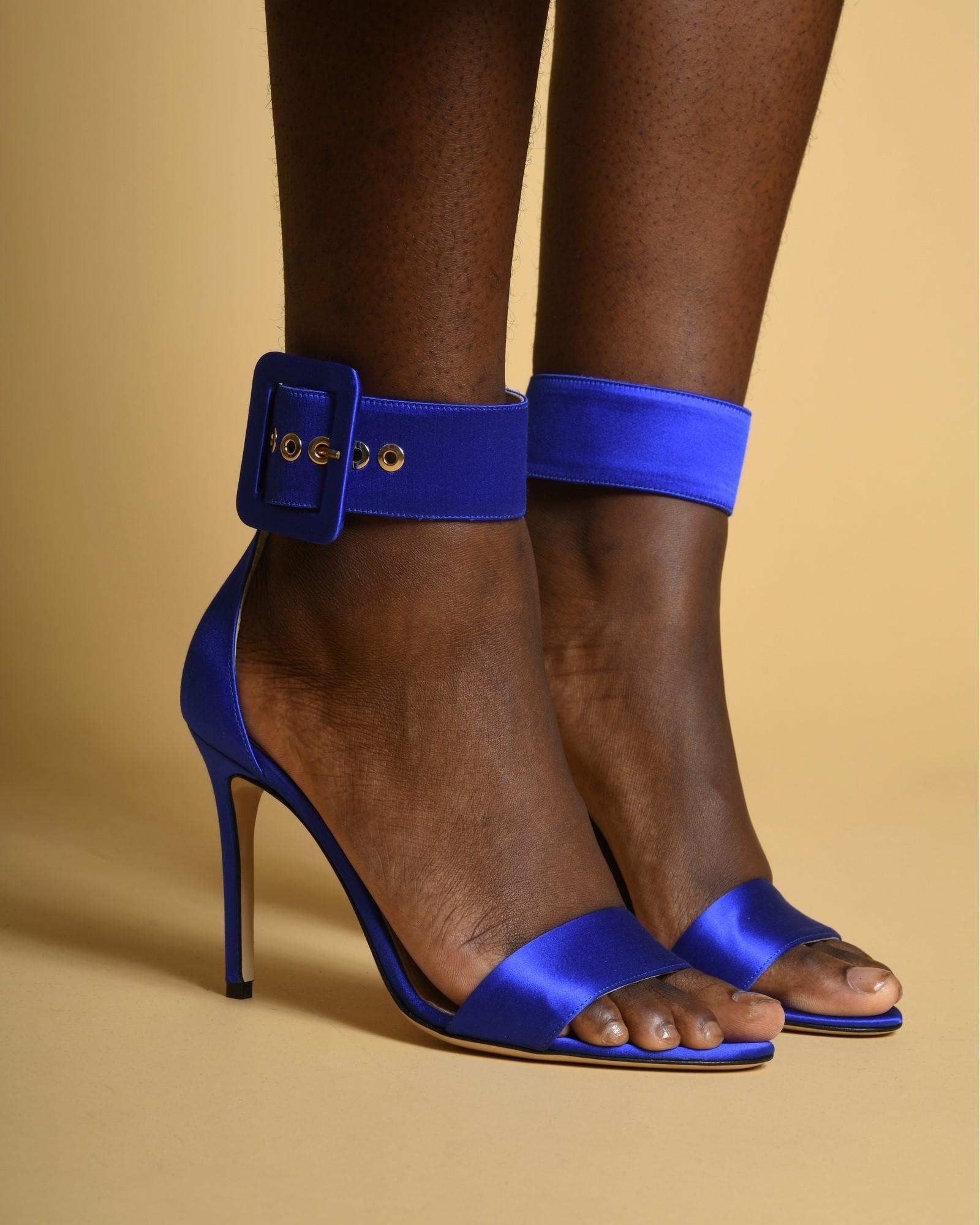 Sandales en satin à brides...