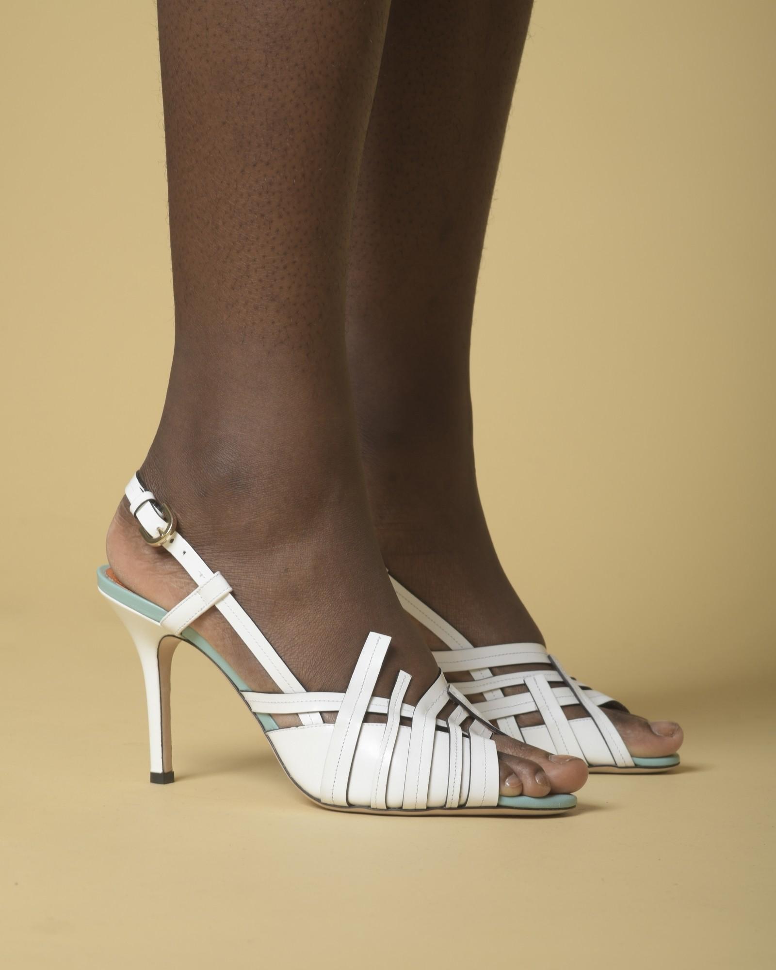 Sandales en cuir blanc...