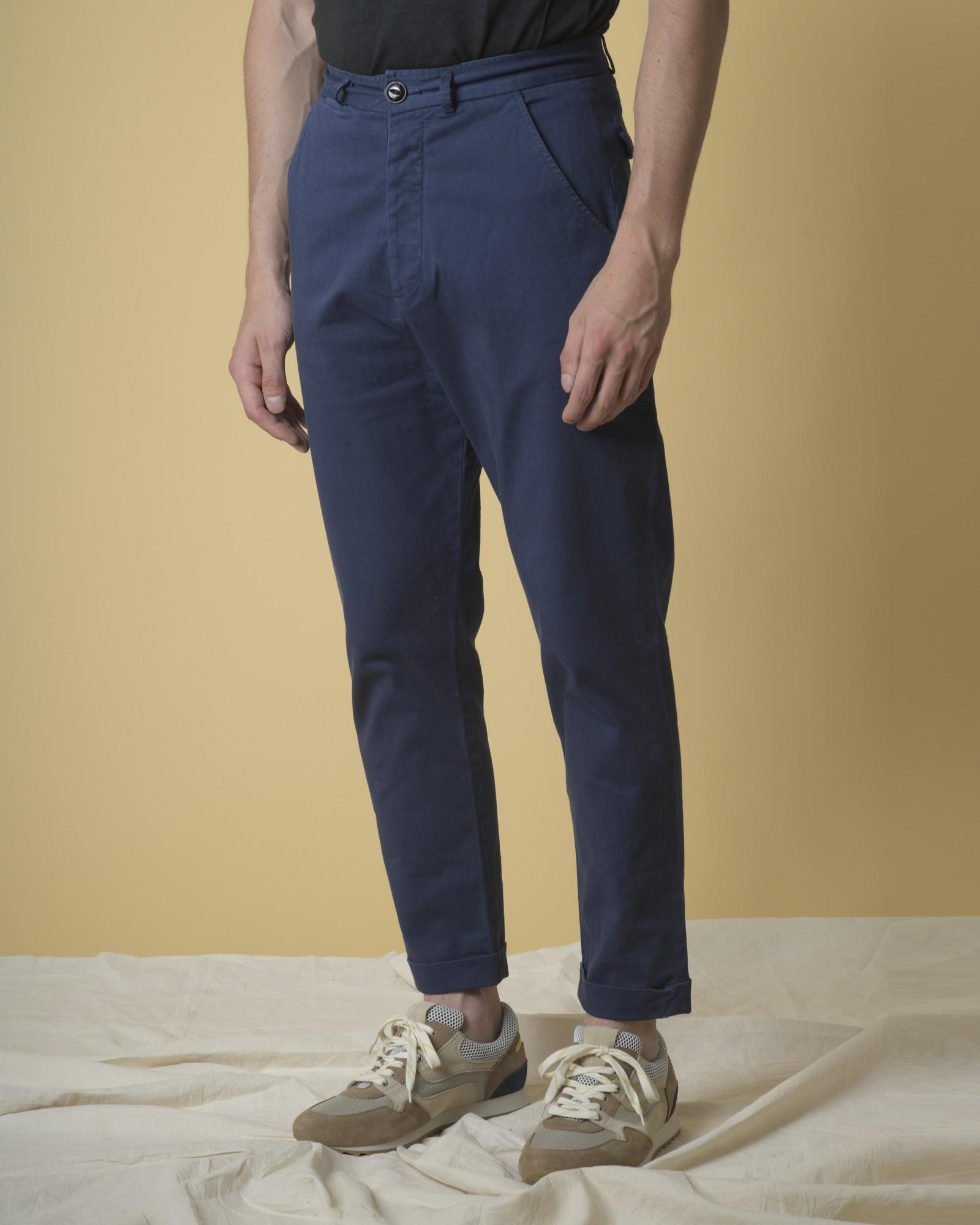 Pantalon fuselé en coton...