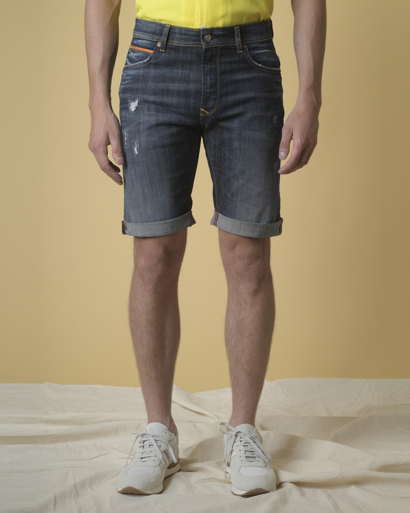 Short jean effet vieilli  3D