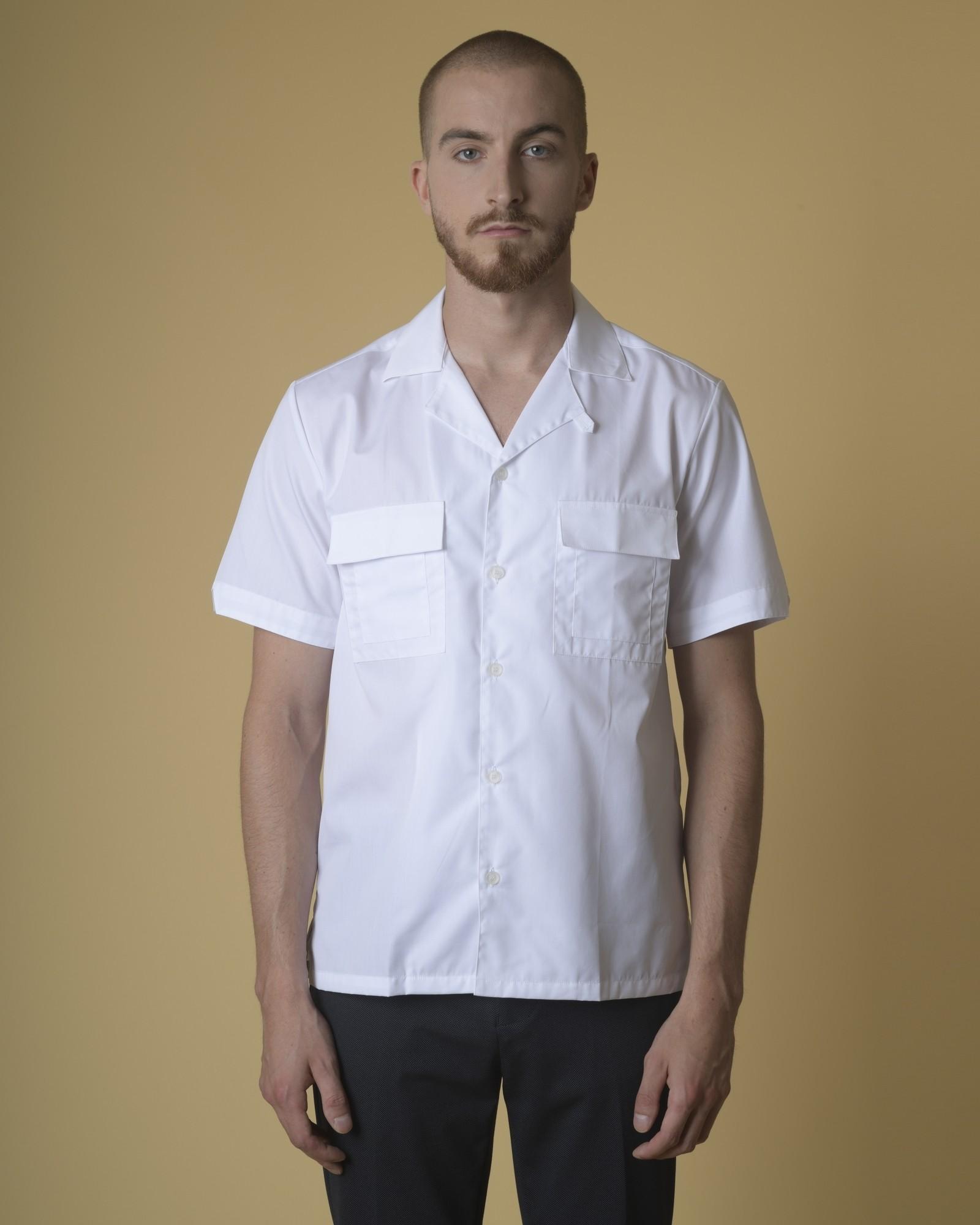 Chemise en coton à poches...