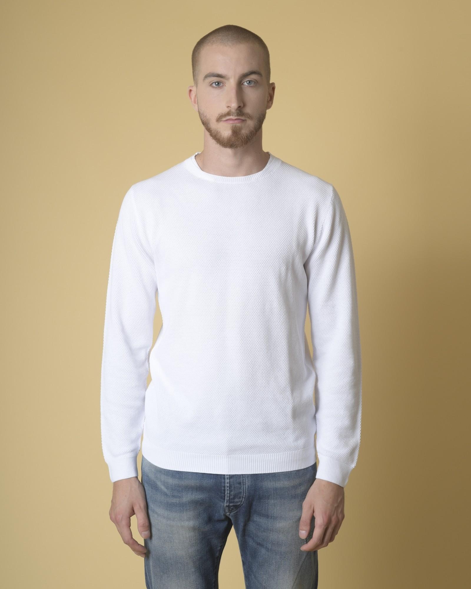 Pull en coton blanc texturé...