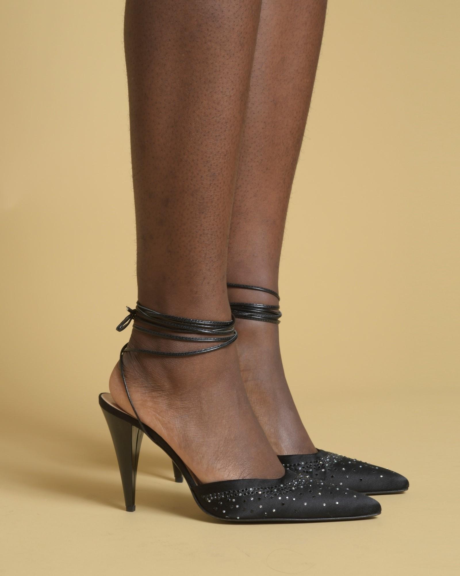 Escarpins noirs avec strass...