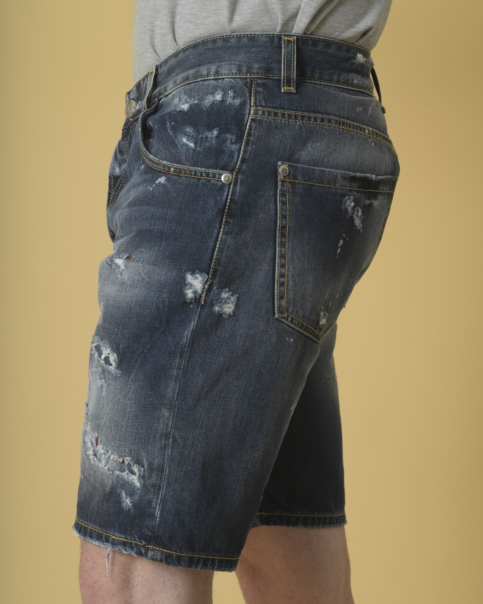 Short en jean bleu effet usé John Richmond
