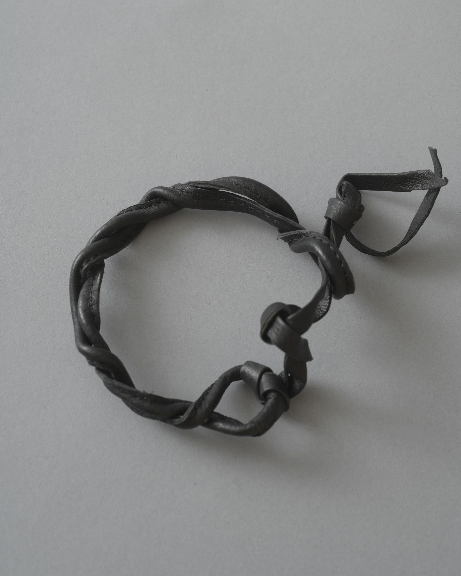 Bracelets en cuir tressé...