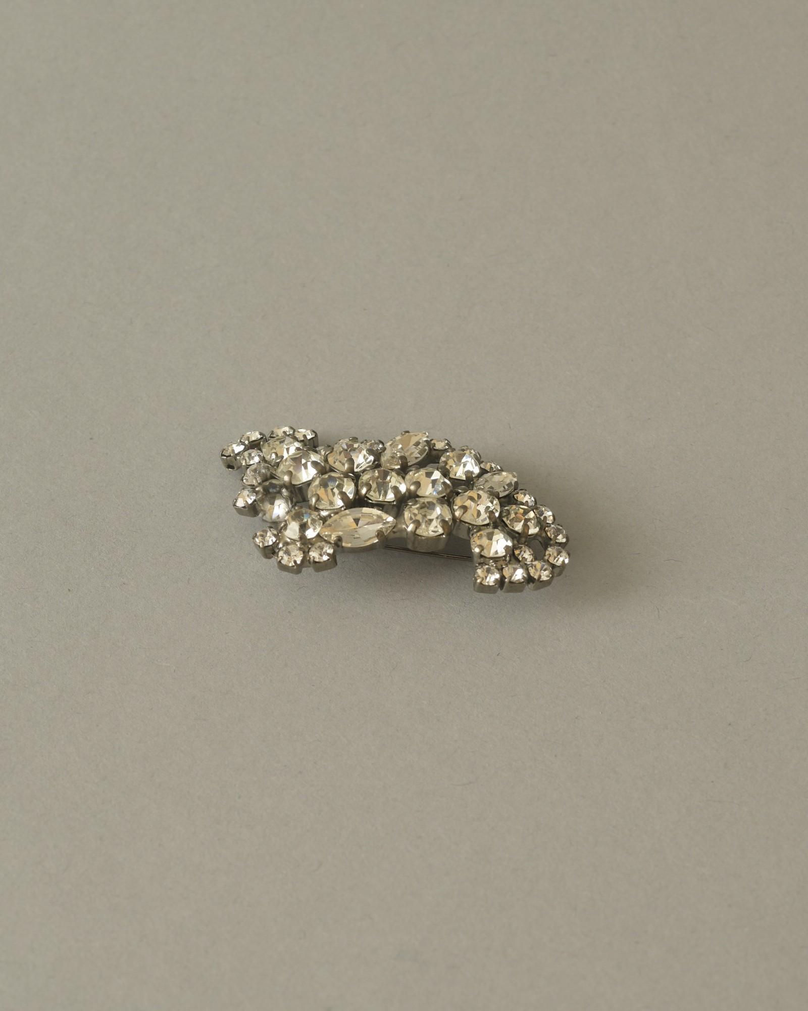 Broche en cristaux L'Edition
