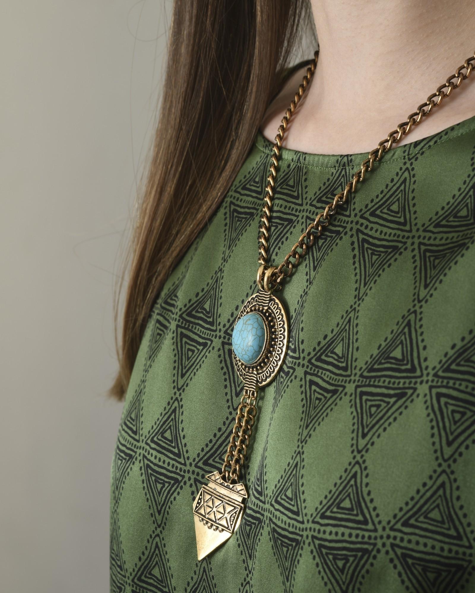 Collier en métal doré vieilli et pierre turquoise Bsb