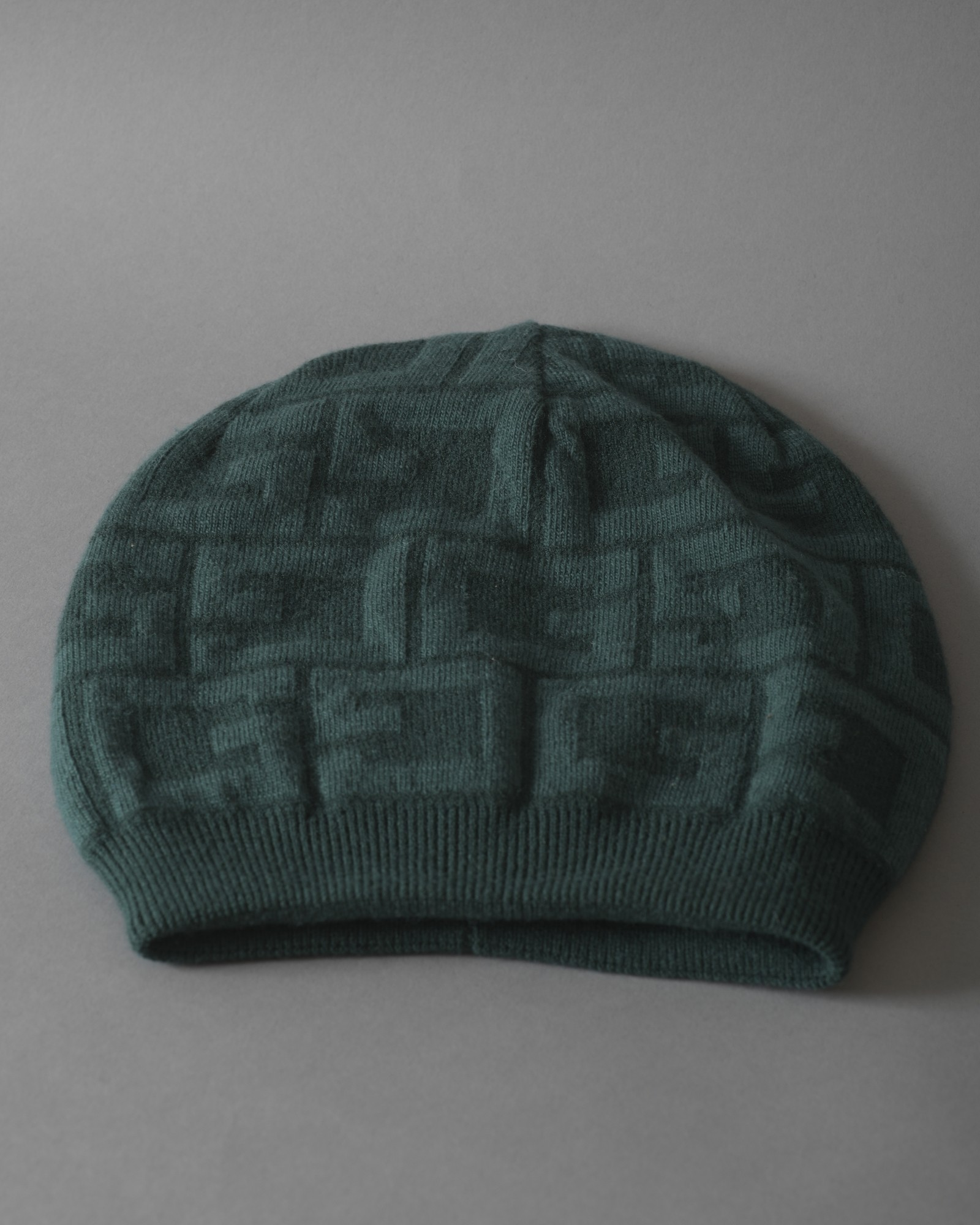 Bonnet vert à logo Guess