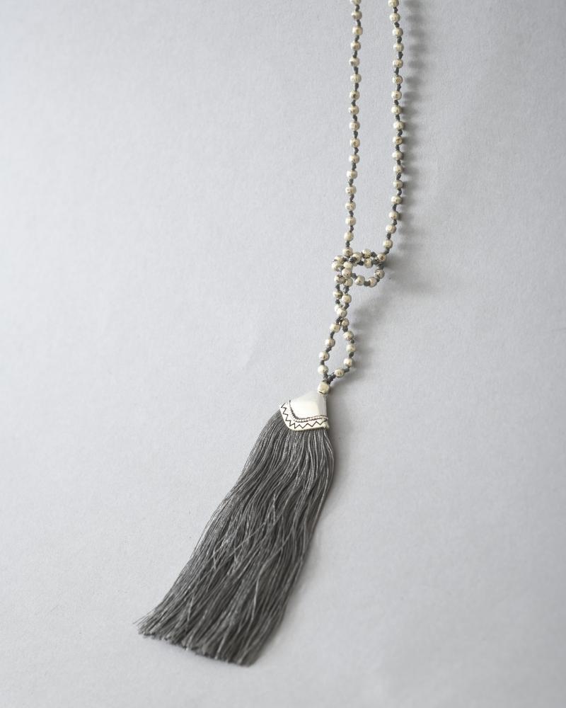 Collier à perles et franges La Piscine