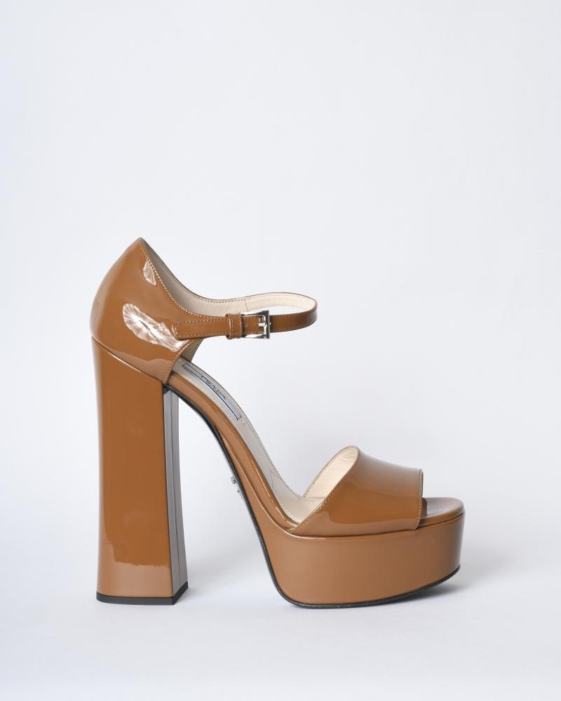 Sandales à talon en cuir...