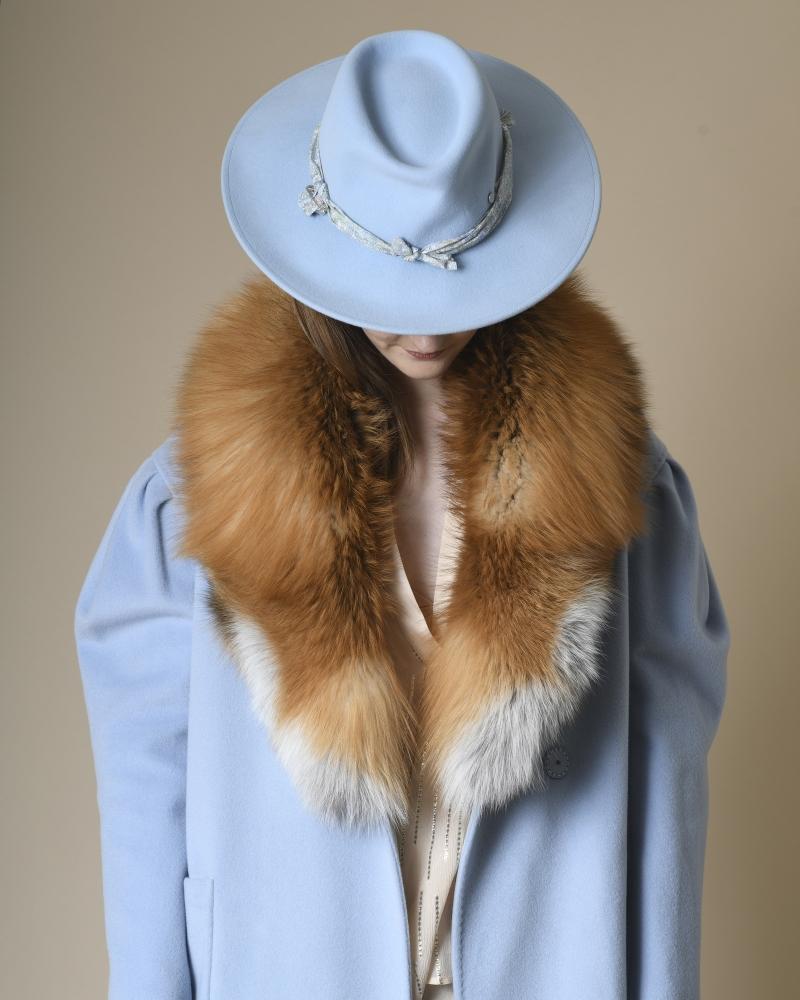 Chapeau en laine à ornement...