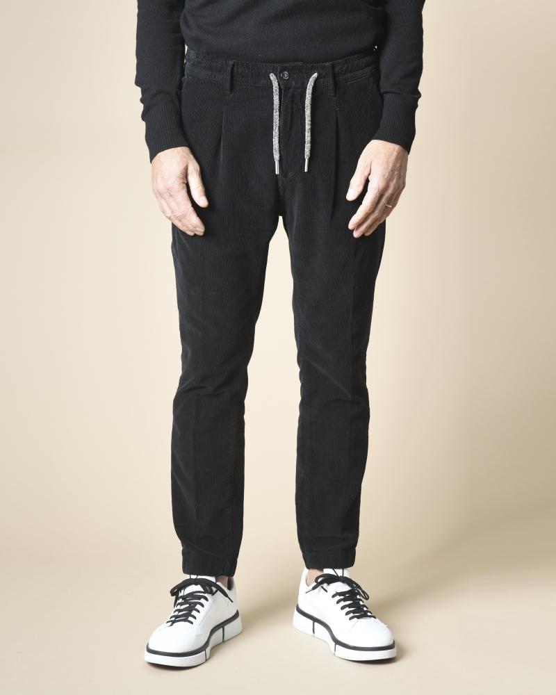 Pantalon noir en velours...
